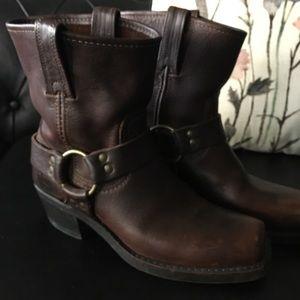 Frye 8R boot